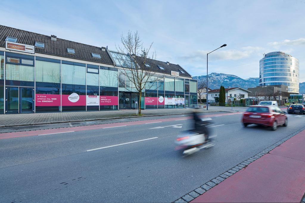 Gewerbeimmobilien verkaufen die an befahrener Straße in Vorarlberg liegen